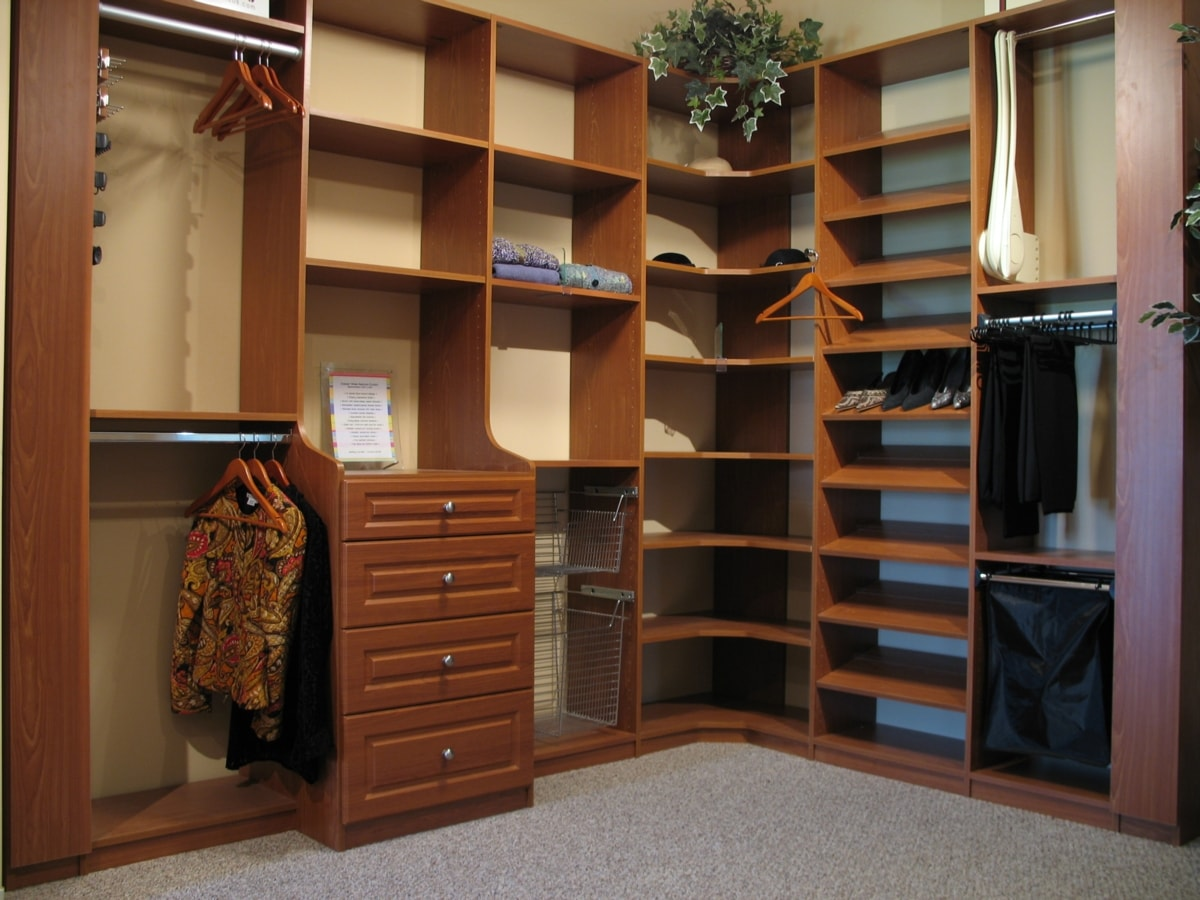 In This Awesome Closet, A Deep Drawer Hutch Is Flanked By Dual Tilting  Hampers And An Angled Shoe Display.